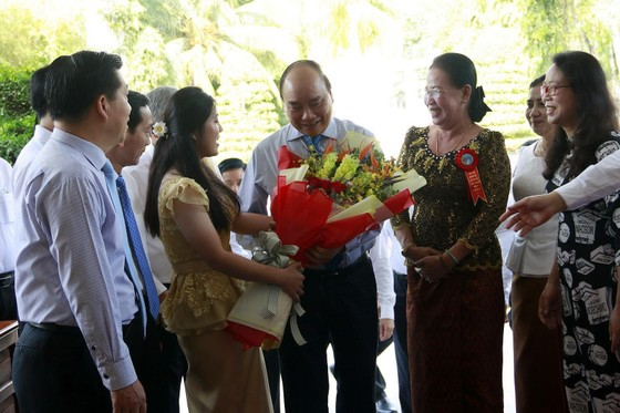 Thủ tướng chung vui Tết cổ truyền Chôl Chnăm Thmây với đồng bào Khmer ảnh 2