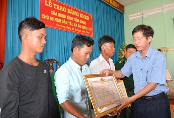 Nhóm thuyền viên cứu 22 ngư dân Philippines được khen thưởng ảnh 2