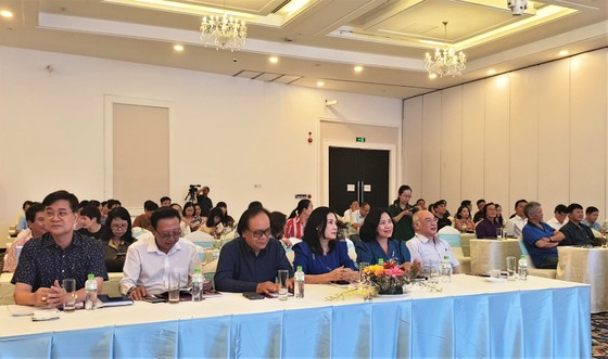80 cán bộ tuyên giáo, nhà báo, văn nghệ sĩ TPHCM tập huấn về lý luận phê bình văn học nghệ thuật ảnh 2