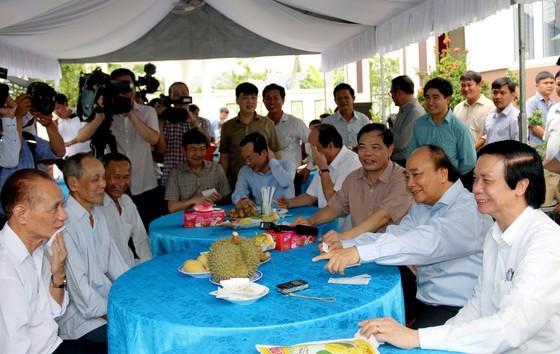 Thủ tướng Chính phủ Nguyễn Xuân Phúc khảo sát vùng chuyên canh sầu riêng tại Tiền Giang ảnh 2