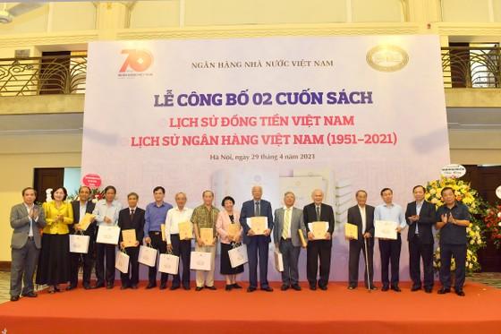 NHNN ra mắt sách về lịch sử ngân hàng và đồng tiền Việt Nam ảnh 1