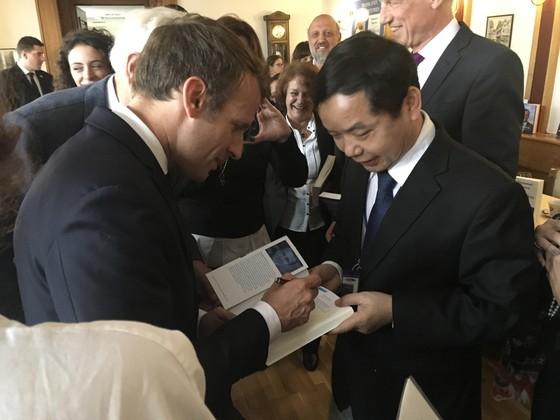 First News được chọn ký hợp đồng bản quyền xuất bản sách của Tổng thống Pháp Macron ảnh 2