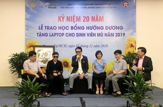Trao Học bổng Hướng Dương cho 48 sinh viên khiếm thị ảnh 1