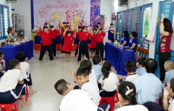 Mang tết yêu thương đến với các em học sinh Trường Hy Vọng Quận 6 ảnh 3