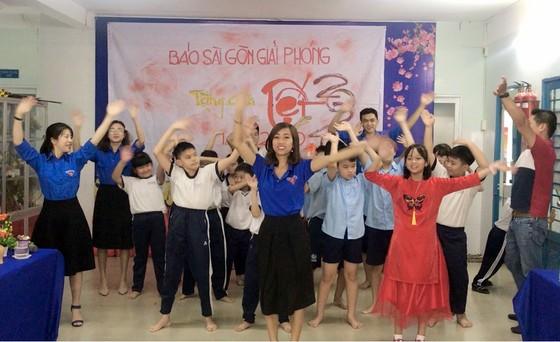 Mang tết yêu thương đến với các em học sinh Trường Hy Vọng Quận 6 ảnh 4