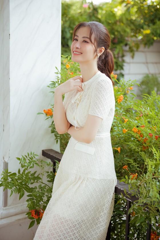 """Đông Nhi giới thiệu MV """"Khi con là mẹ"""" đầy xúc động ảnh 6"""
