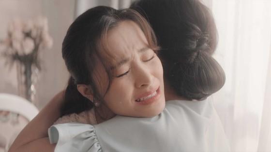 """Đông Nhi giới thiệu MV """"Khi con là mẹ"""" đầy xúc động ảnh 5"""