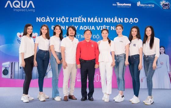 Hoa hậu Đỗ Mỹ Linh, Tiểu Vy cùng 200 tình nguyện viên hiến máu cứu người ảnh 1