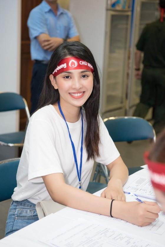 Hoa hậu Đỗ Mỹ Linh, Tiểu Vy cùng 200 tình nguyện viên hiến máu cứu người ảnh 3