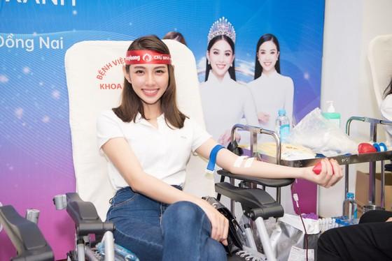Hoa hậu Đỗ Mỹ Linh, Tiểu Vy cùng 200 tình nguyện viên hiến máu cứu người ảnh 6