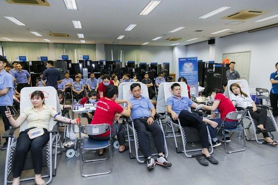 Hoa hậu Đỗ Mỹ Linh, Tiểu Vy cùng 200 tình nguyện viên hiến máu cứu người ảnh 11