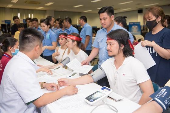 Hoa hậu Đỗ Mỹ Linh, Tiểu Vy cùng 200 tình nguyện viên hiến máu cứu người ảnh 7