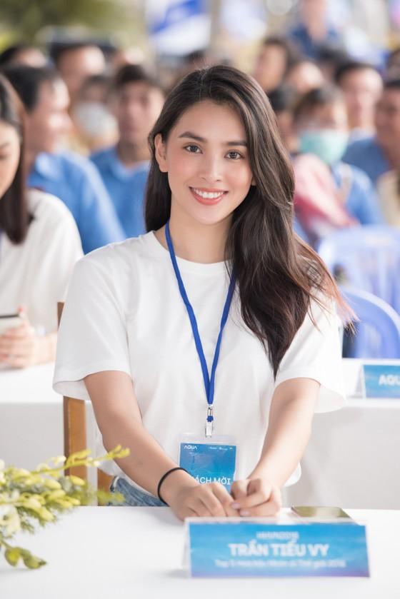 Hoa hậu Đỗ Mỹ Linh, Tiểu Vy cùng 200 tình nguyện viên hiến máu cứu người ảnh 10