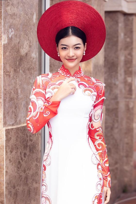 Á hậu Kiều Loan khoe sắc nền nã trong trang phục áo dài  ảnh 4