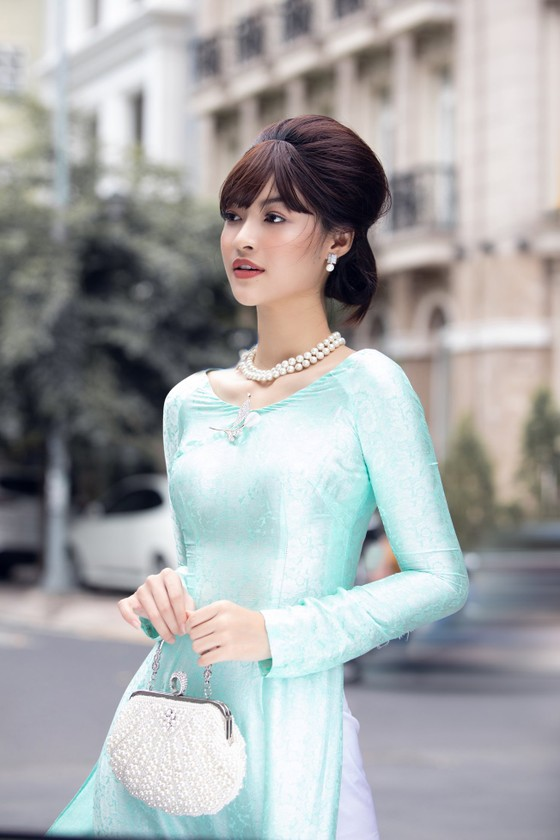 Á hậu Kiều Loan khoe sắc nền nã trong trang phục áo dài  ảnh 2