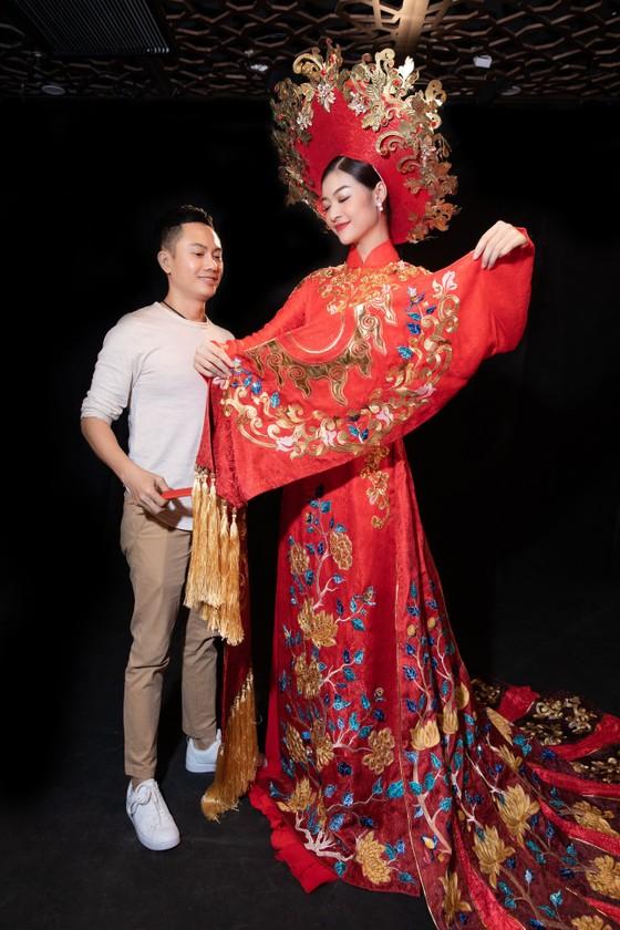 Á hậu Kiều Loan khoe sắc nền nã trong trang phục áo dài  ảnh 1
