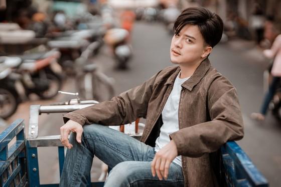 """Cao Thái Sơn tung MV mới kịch tính """"Khóc giữa trời mưa"""" ảnh 2"""