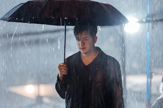 """Cao Thái Sơn tung MV mới kịch tính """"Khóc giữa trời mưa"""" ảnh 1"""