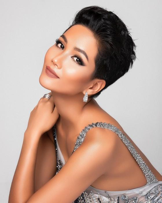 H'hen Niê đứng thứ 23 trong Top 50 Hoa hậu Hoàn vũ đẹp nhất thập kỷ ảnh 1
