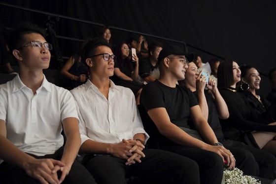 Hoa hậu Khánh Vân làm vedette khai mạc Tuần lễ thời trang trẻ em Việt Nam Xuân - Hè 2020  ảnh 5