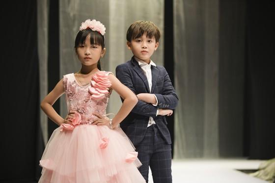 Hoa hậu Khánh Vân làm vedette khai mạc Tuần lễ thời trang trẻ em Việt Nam Xuân - Hè 2020  ảnh 9