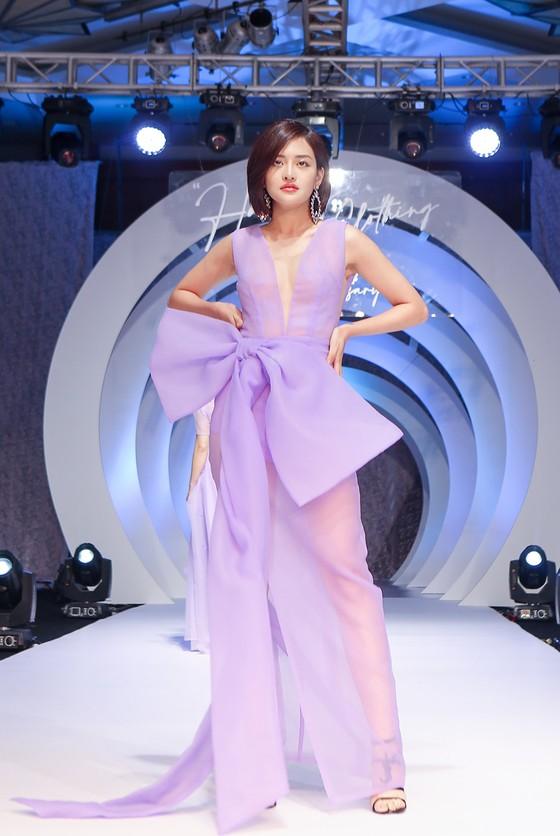 Lan Phương, Phương Oanh, Hương Ly xuất hiện trong show thời trang của NTK Thảo Nguyễn ảnh 6