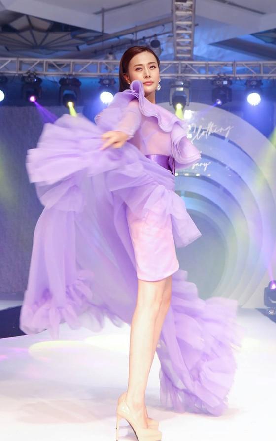 Lan Phương, Phương Oanh, Hương Ly xuất hiện trong show thời trang của NTK Thảo Nguyễn ảnh 3