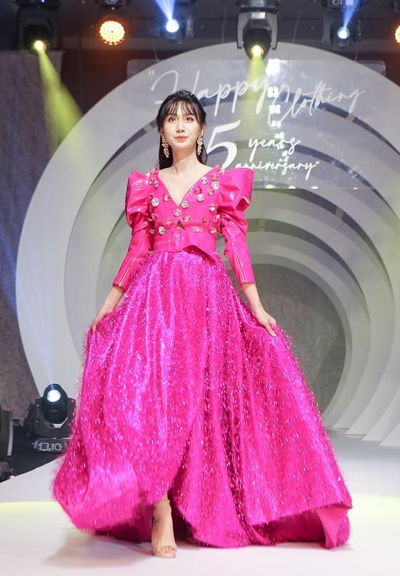 Lan Phương, Phương Oanh, Hương Ly xuất hiện trong show thời trang của NTK Thảo Nguyễn ảnh 4