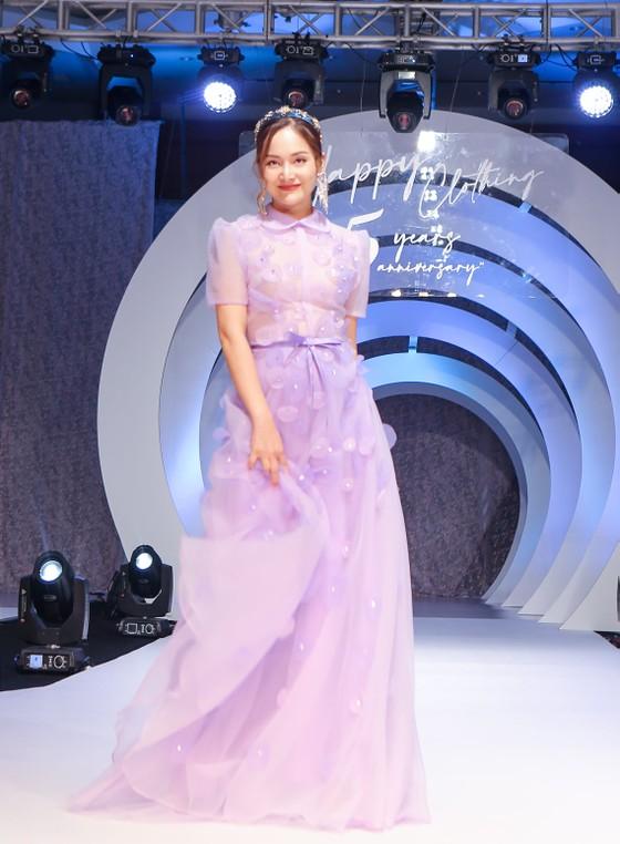 Lan Phương, Phương Oanh, Hương Ly xuất hiện trong show thời trang của NTK Thảo Nguyễn ảnh 2