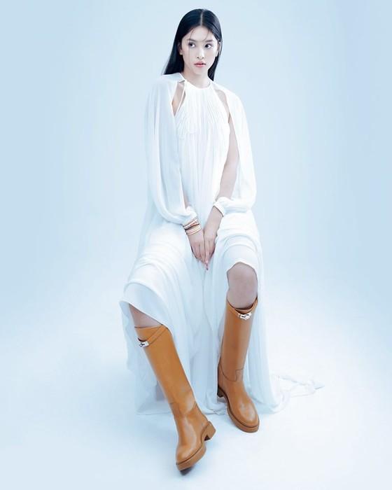 Hoa hậu Tiểu Vy biến hóa phong cách trong loạt ảnh mới ảnh 7