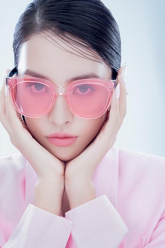 Hoa hậu Tiểu Vy biến hóa phong cách trong loạt ảnh mới ảnh 3