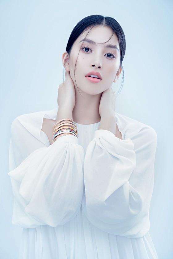 Hoa hậu Tiểu Vy biến hóa phong cách trong loạt ảnh mới ảnh 1