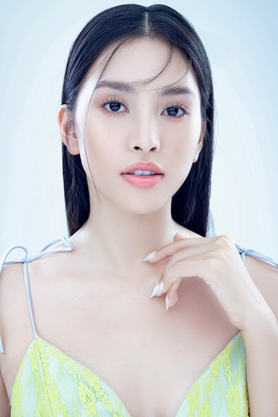 Hoa hậu Tiểu Vy biến hóa phong cách trong loạt ảnh mới ảnh 5