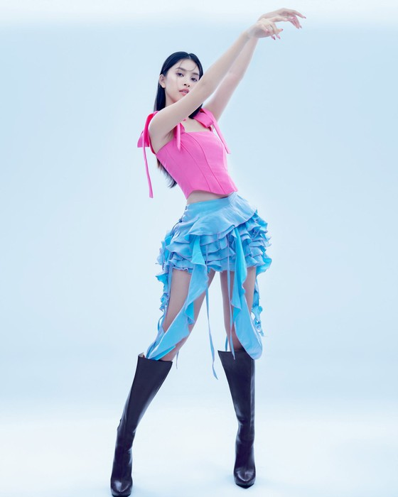 Hoa hậu Tiểu Vy biến hóa phong cách trong loạt ảnh mới ảnh 6