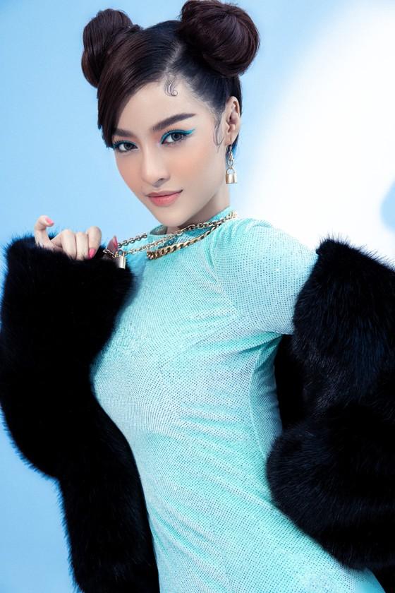 Á hậu Kiều Loan cực chất với hình ảnh nữ rapper ảnh 1