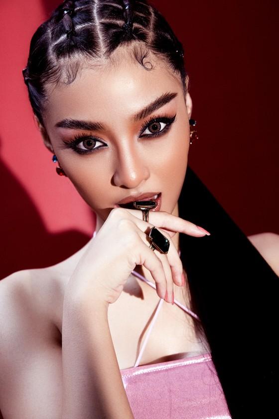 Á hậu Kiều Loan cực chất với hình ảnh nữ rapper ảnh 3
