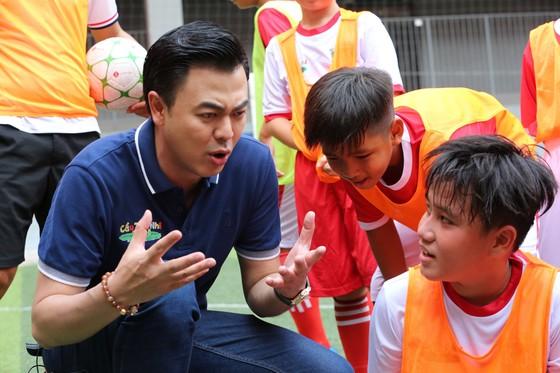 """HLV Nguyễn Hồng Sơn và 2 bảo mẫu chính thức """"truy tìm"""" chân sút tài năng Cầu thủ nhí 2020 ảnh 3"""