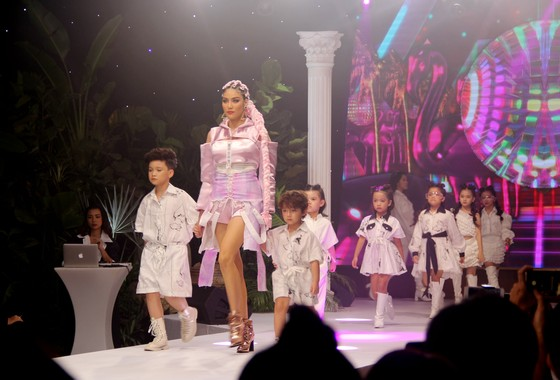 Thanh Hằng, Lan Khuê làm vedette show diễn IVAN 6  ảnh 8