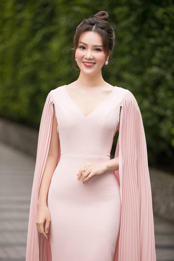 Hoa hậu Đỗ Mỹ Linh, Tiểu Vy thanh lịch tại sơ khảo Hoa hậu Việt Nam 2020 ảnh 10