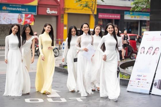 Hoa hậu Đỗ Mỹ Linh, Tiểu Vy thanh lịch tại sơ khảo Hoa hậu Việt Nam 2020 ảnh 2