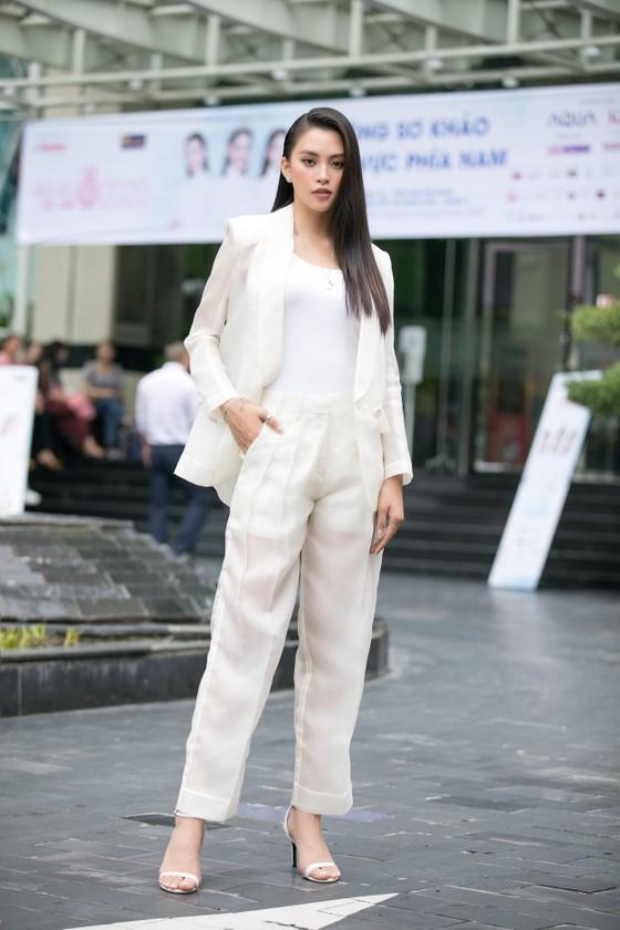 Hoa hậu Đỗ Mỹ Linh, Tiểu Vy thanh lịch tại sơ khảo Hoa hậu Việt Nam 2020 ảnh 7