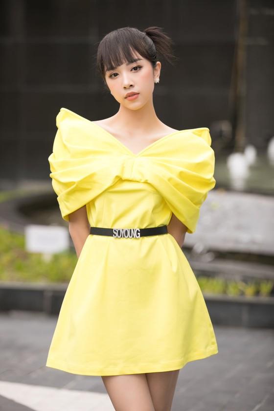 Hoa hậu Đỗ Mỹ Linh, Tiểu Vy thanh lịch tại sơ khảo Hoa hậu Việt Nam 2020 ảnh 9