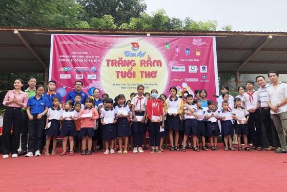Mang 'Trăng rằm tuổi thơ' về với trẻ em vùng sâu tỉnh Đồng Nai ảnh 3