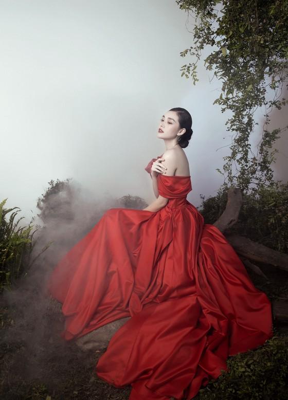 Á hậu Tường San đẹp ma mị trong bộ ảnh đón trung thu ảnh 3
