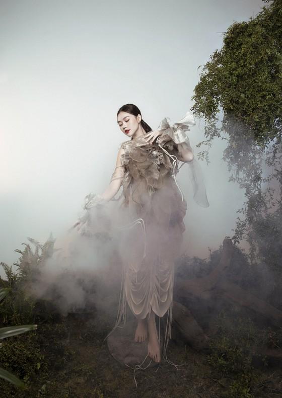 Á hậu Tường San đẹp ma mị trong bộ ảnh đón trung thu ảnh 10