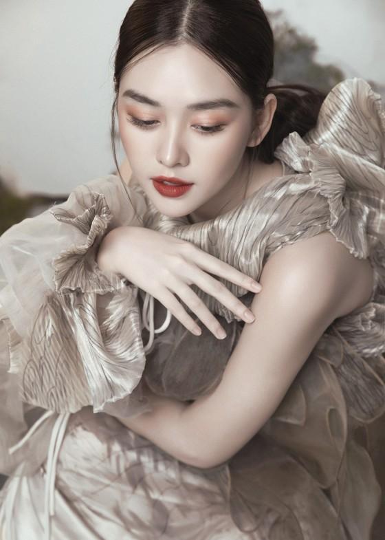 Á hậu Tường San đẹp ma mị trong bộ ảnh đón trung thu ảnh 7