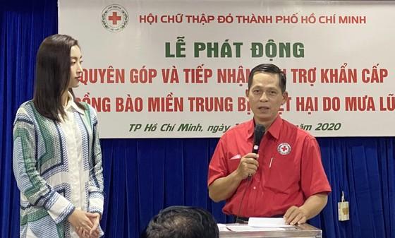 Hoa hậu Việt Nam 2020 quyên góp gần 7,5 tỷ đồng cứu trợ miền Trung ảnh 1