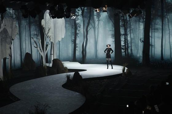 Khánh Vân, Lan Khuê, Lương Thuỳ Linh, Tường San khai mạc Vietnam Runway Fashion Week 2020 ảnh 7