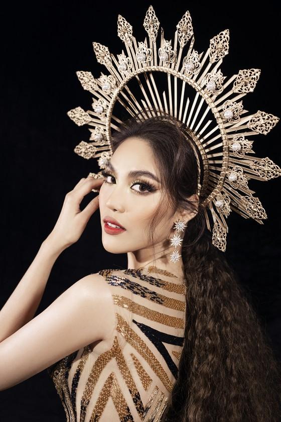 Khánh Vân, Lan Khuê, Lương Thuỳ Linh, Tường San khai mạc Vietnam Runway Fashion Week 2020 ảnh 6