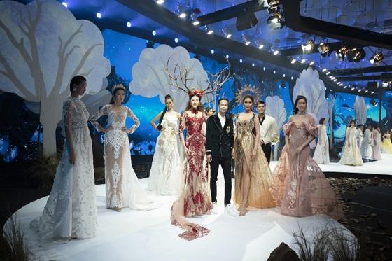 Khánh Vân, Lan Khuê, Lương Thuỳ Linh, Tường San khai mạc Vietnam Runway Fashion Week 2020 ảnh 1